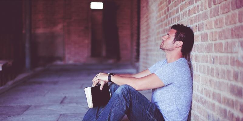 ۶ کتاب برای در آغوش کشیدن و مدیریت استرس